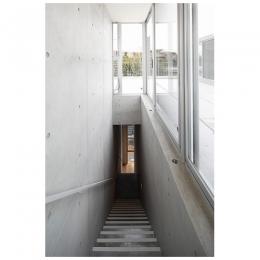 鶴巻フラット (ルーフバルコニーへ上る階段)