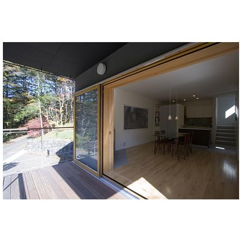 吉ヶ沢の山荘の部屋 テラスと室内の繋がり