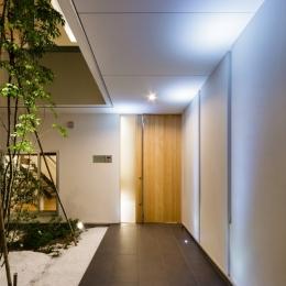 LIGHT COURT HOUSE (玄関アプローチ)