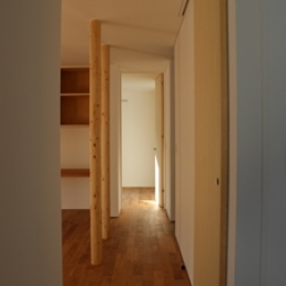 金沢文庫の家 (リビングから寝室へ)