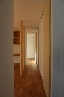 金沢文庫の家の写真 リビングから寝室へ