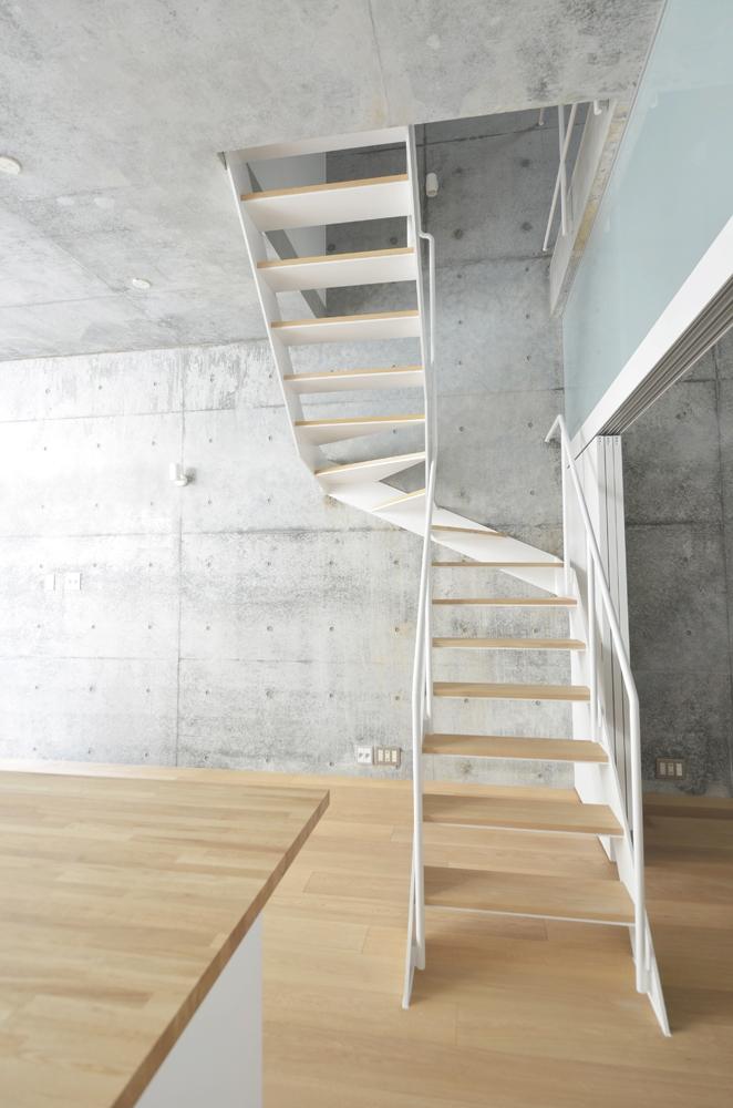House Dの部屋 風の抜けるオリジナル階段