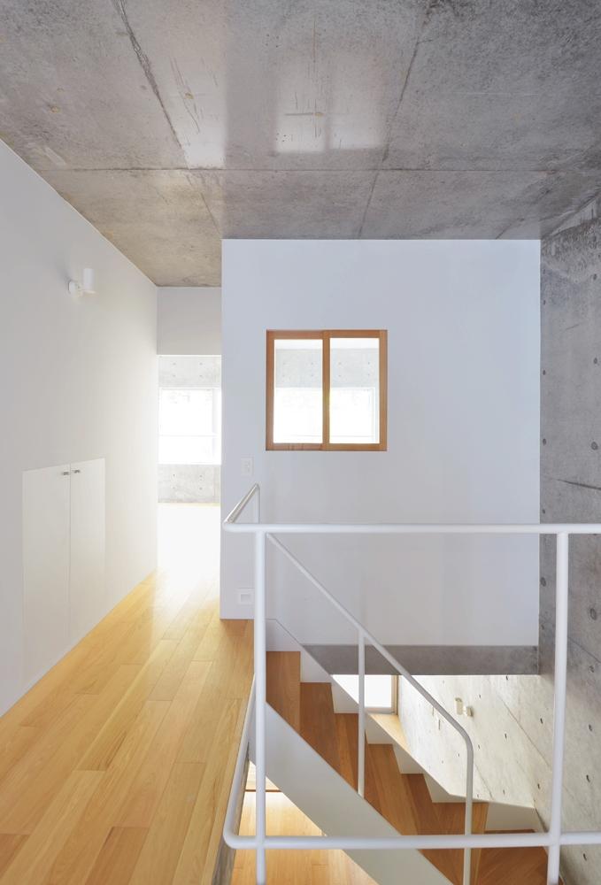 House Dの写真 玄関から個室を見る
