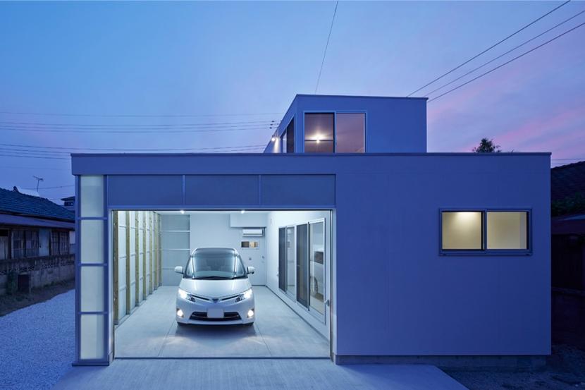 桂川の住宅の部屋 ガレージ正面