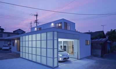 桂川の住宅