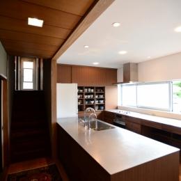 F邸 キッチン改修 | HOUSE F Renovation I (既存部(廊下から左)と改修部(キッチンスペース))