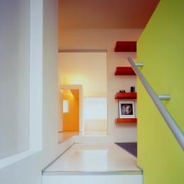 シルバーボックス (階段室からギャラリーを見る)