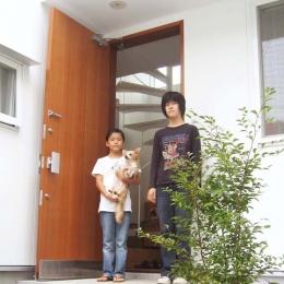 螺旋階段の家 (玄関ポーチ)
