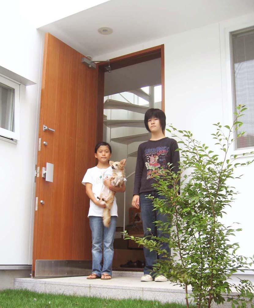 螺旋階段の家の部屋 玄関ポーチ