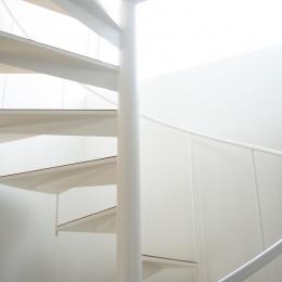 螺旋階段の家 (光の中の螺旋階段)