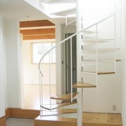 螺旋階段の家 (玄関ホールの螺旋階段)