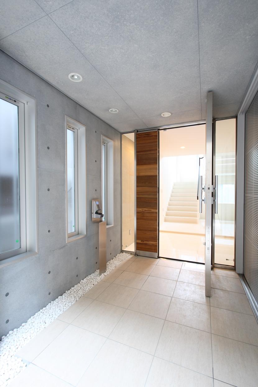 世田谷の家の部屋 玄関ドア