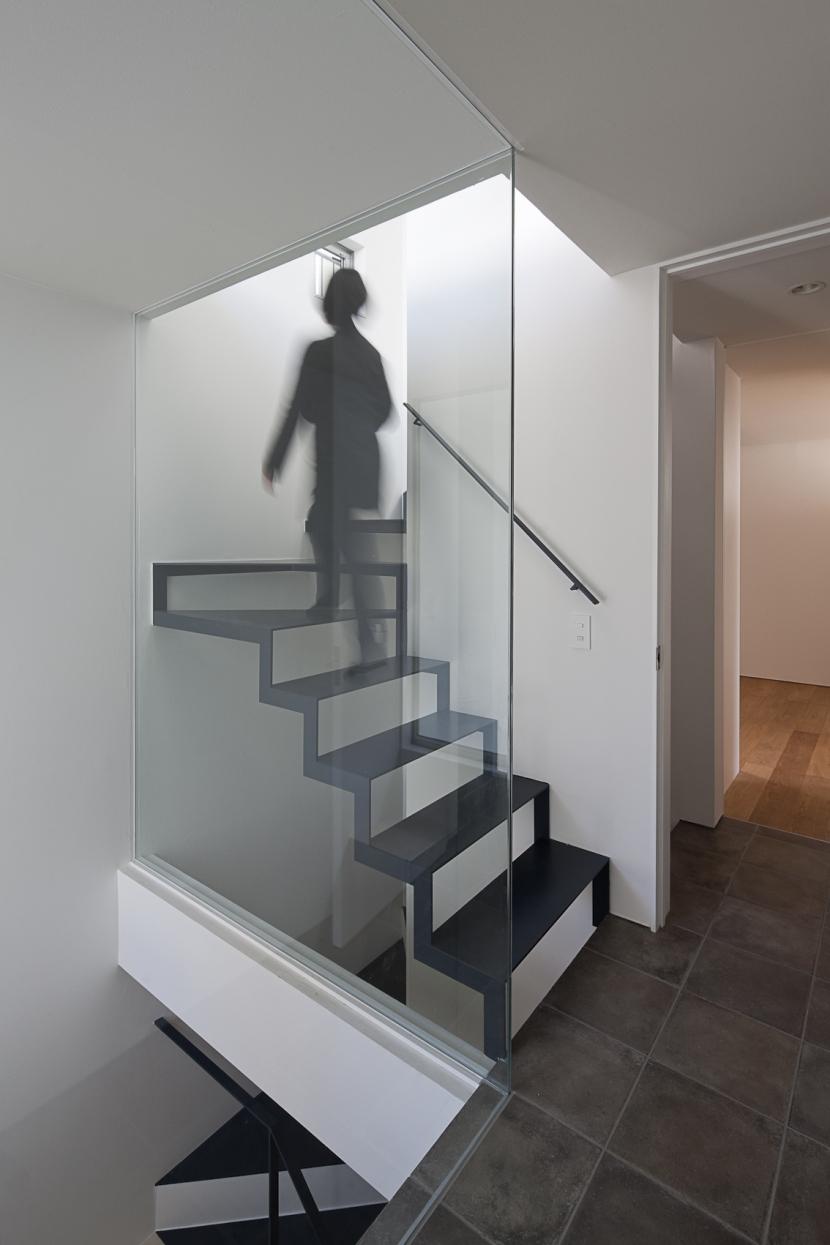 筒のいえの部屋 階段1