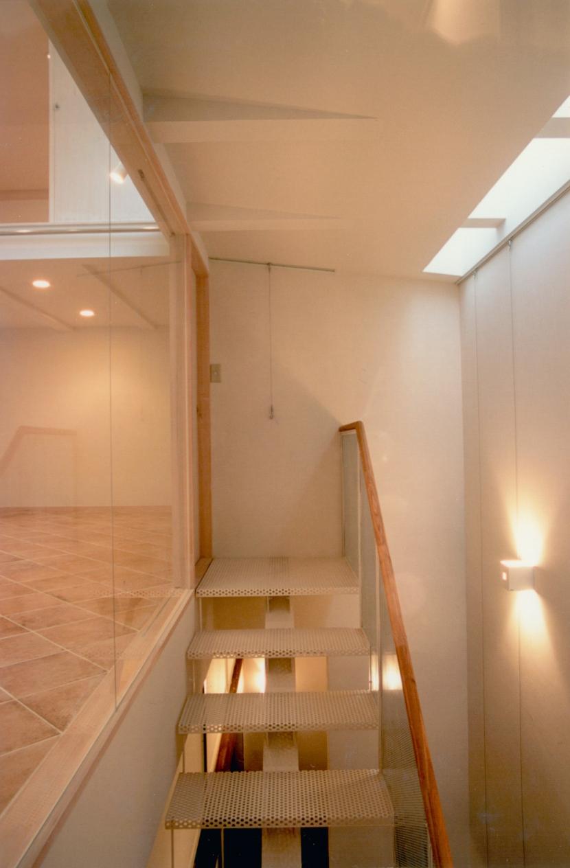 T Houseの部屋 階段