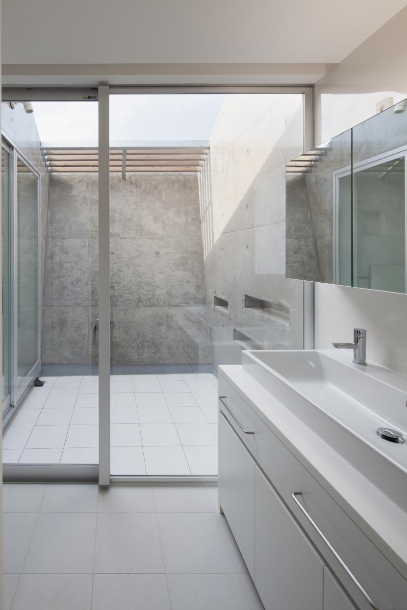 富士の住宅 (バスルーム)