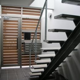 方南1丁目プロジェクト (エントランスの階段)
