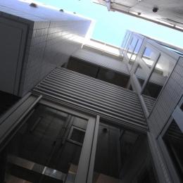 代田橋プロジェクト (エントランス見上げ)