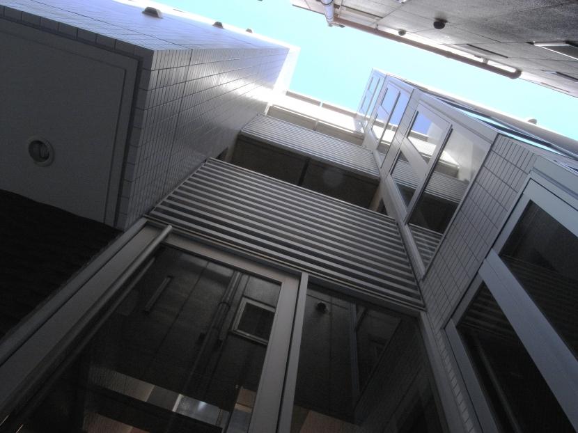 代田橋プロジェクトの部屋 エントランス見上げ