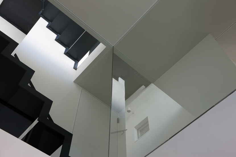 筒のいえの部屋 階段4
