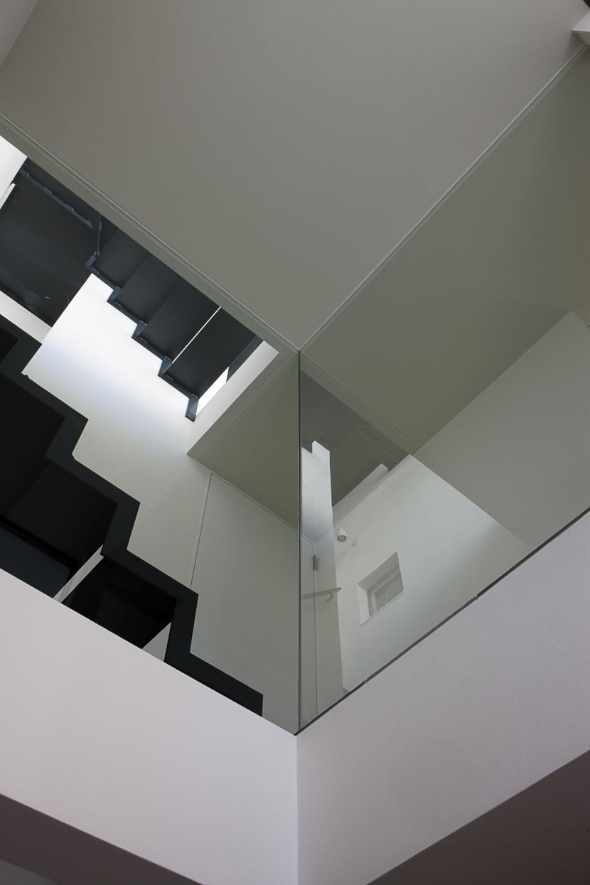 筒のいえの部屋 階段5