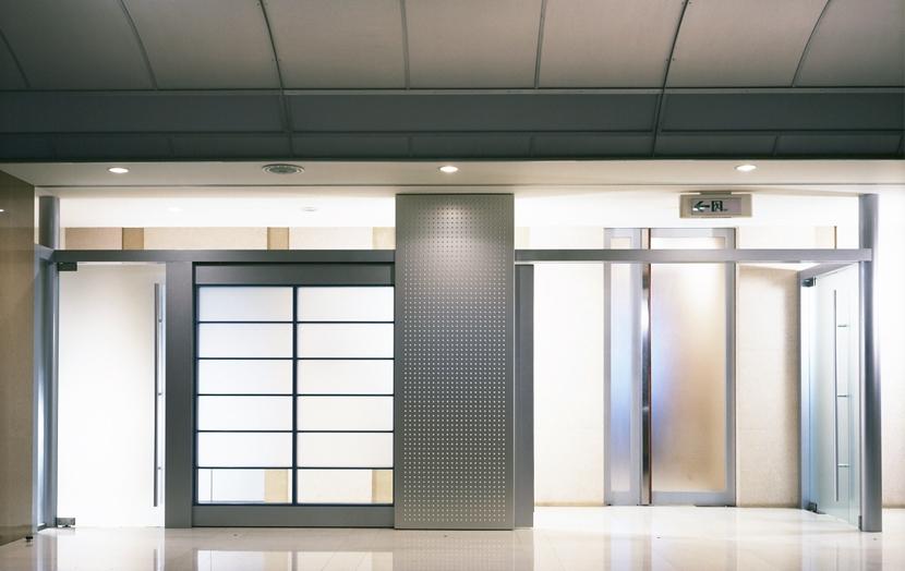 企業本社屋のホールデザイン・リノベーションの部屋 ホールからパッセージ側を見る・その2