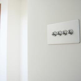 螺旋階段の家 (トグルスイッチ)
