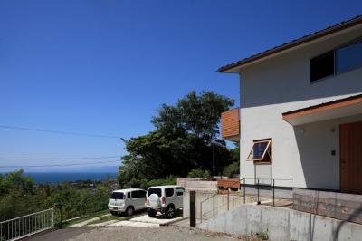 外観 (海を見下ろす高台の家)