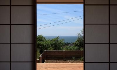 海を見下ろす高台の家 (リビングの障子)