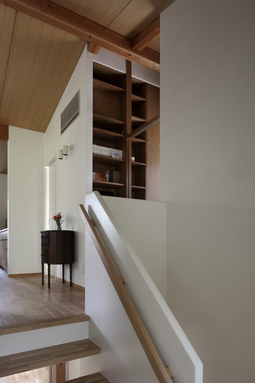 緑陰とピアノの家 (階段)