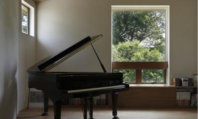 緑陰とピアノの家 (ピアノ室)