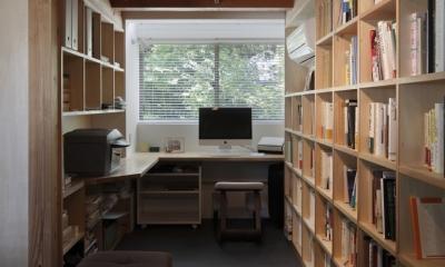 緑陰とピアノの家 (地下室のような書斎)