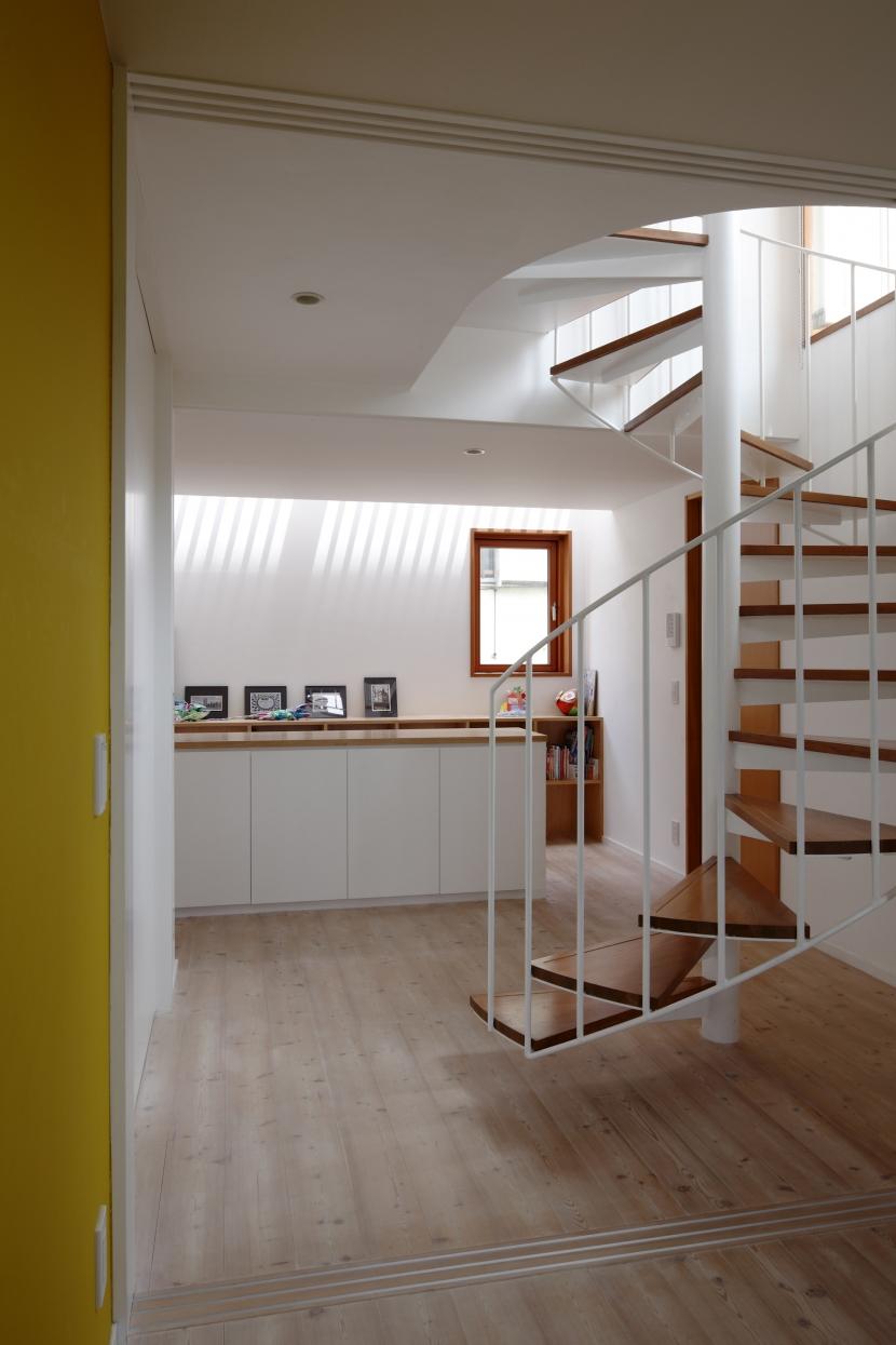 眺めの良いルーフテラスの家の部屋 2階ホール