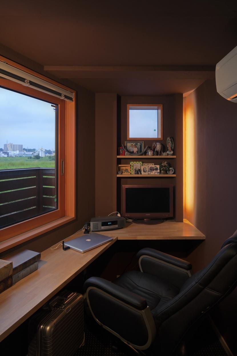 眺めの良いルーフテラスの家の写真 寝室奥の書斎