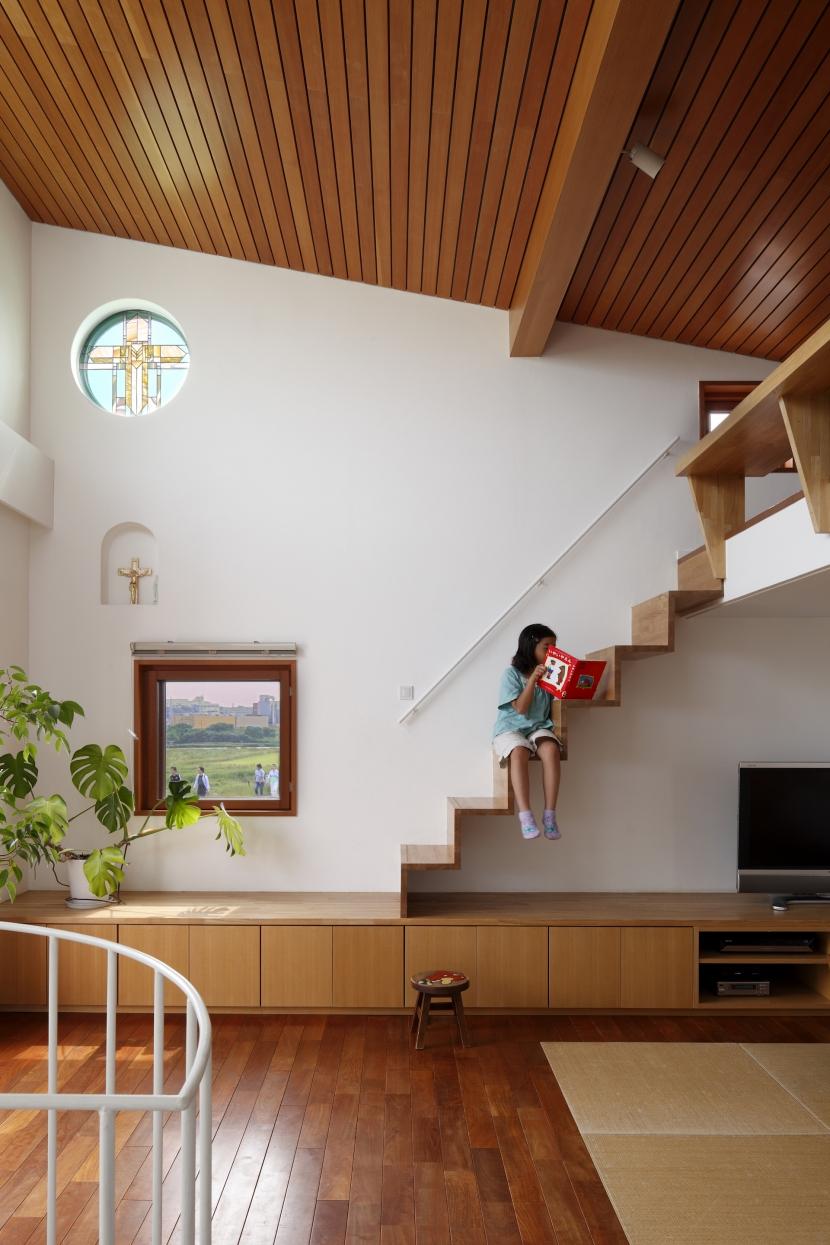 眺めの良いルーフテラスの家の部屋 ロフトへの階段