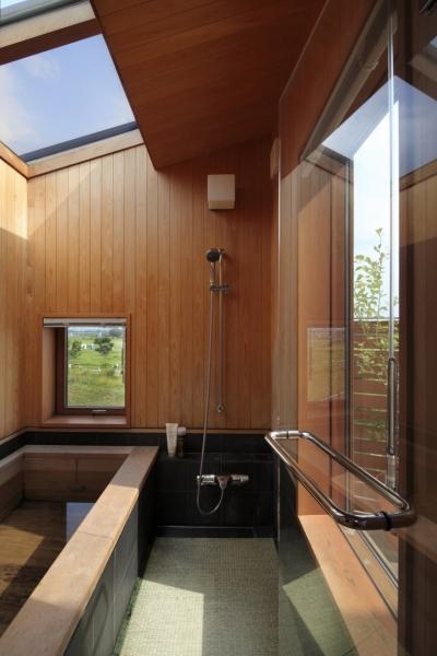 畳敷きの浴室 (眺めの良いルーフテラスの家)