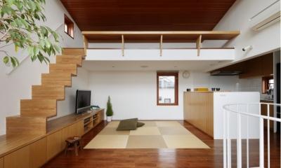 眺めの良いルーフテラスの家 (畳敷きのダイニング)