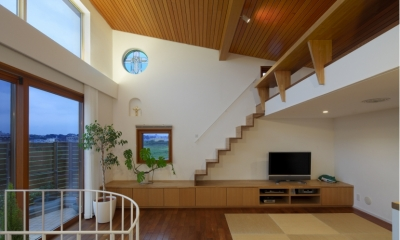 眺めの良いルーフテラスの家 (ロフトのあるリビング)