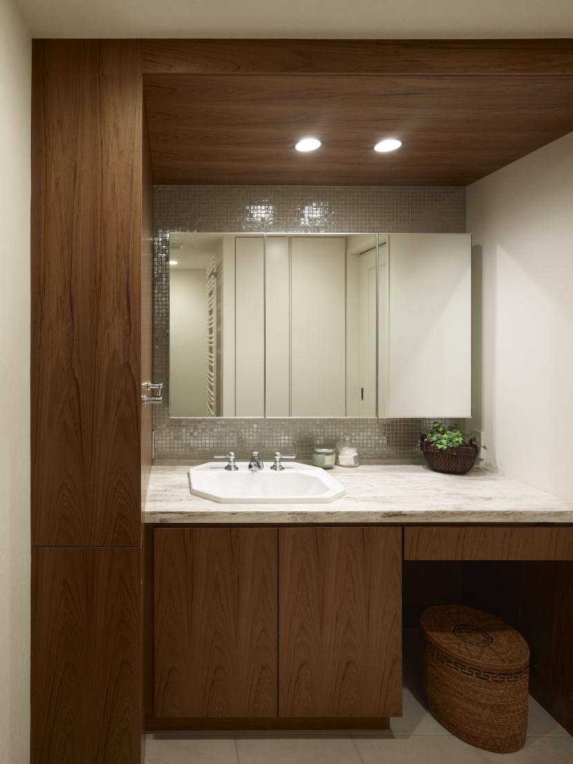 リゾートホテルのような贅沢空間の部屋 洗面室