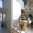 玄関と裏庭を繋ぐ土間空間