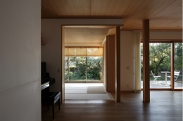 日本家屋のリノベーション (リビング)