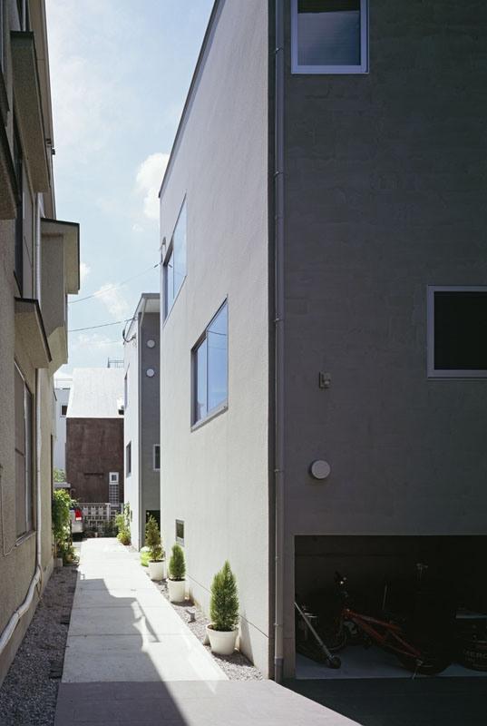 流れの家の写真 路地