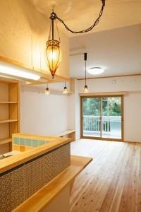 江戸川区 Y邸の写真 キッチンからリヴィングを眺める