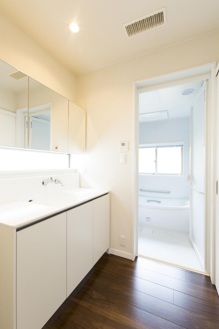 藤沢の家の部屋 脱衣洗面所