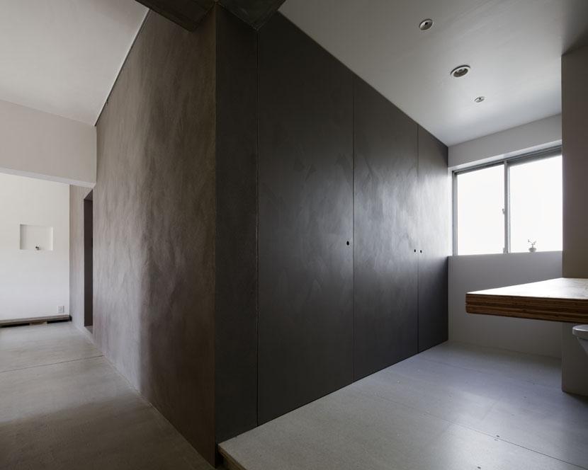 「シキリの形」-鶴川のリノベーション-の部屋 土間と水廻り収納