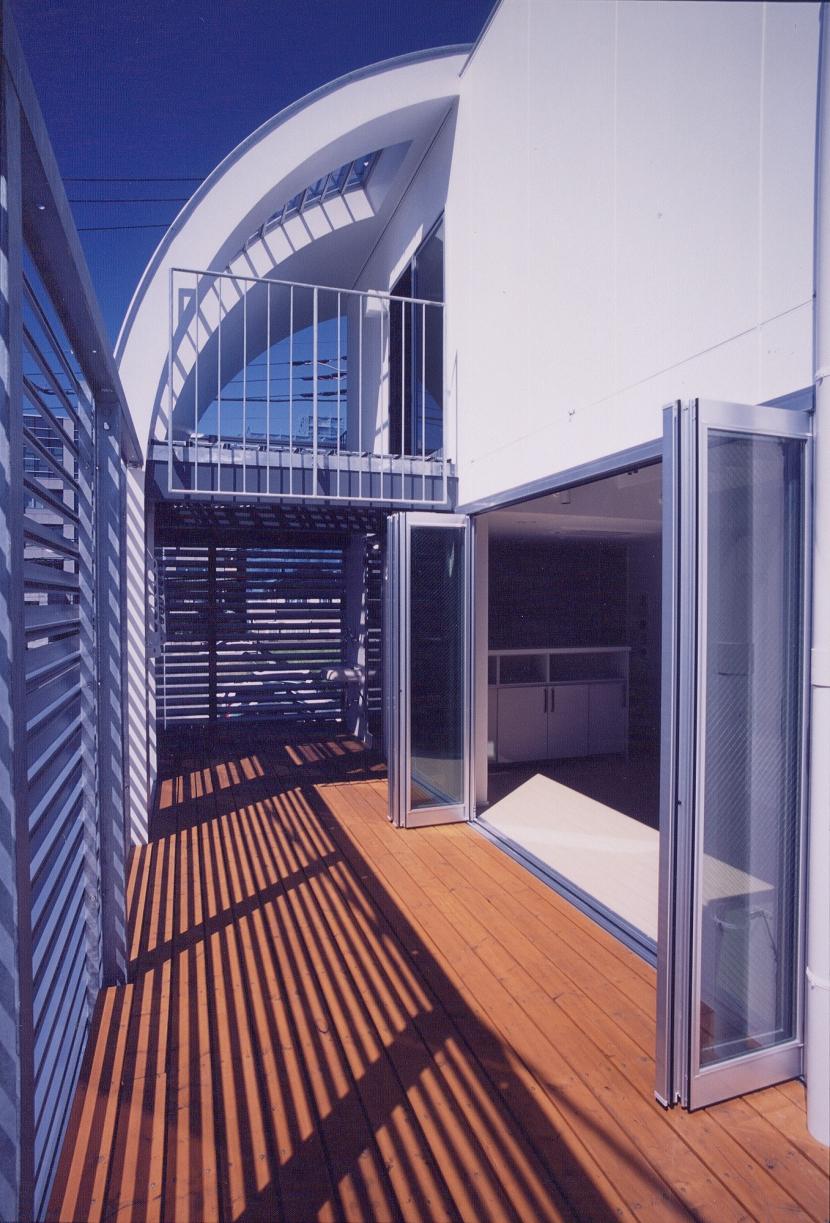 A邸 (専用住宅)の部屋 リビングの延長空間のバルコニー
