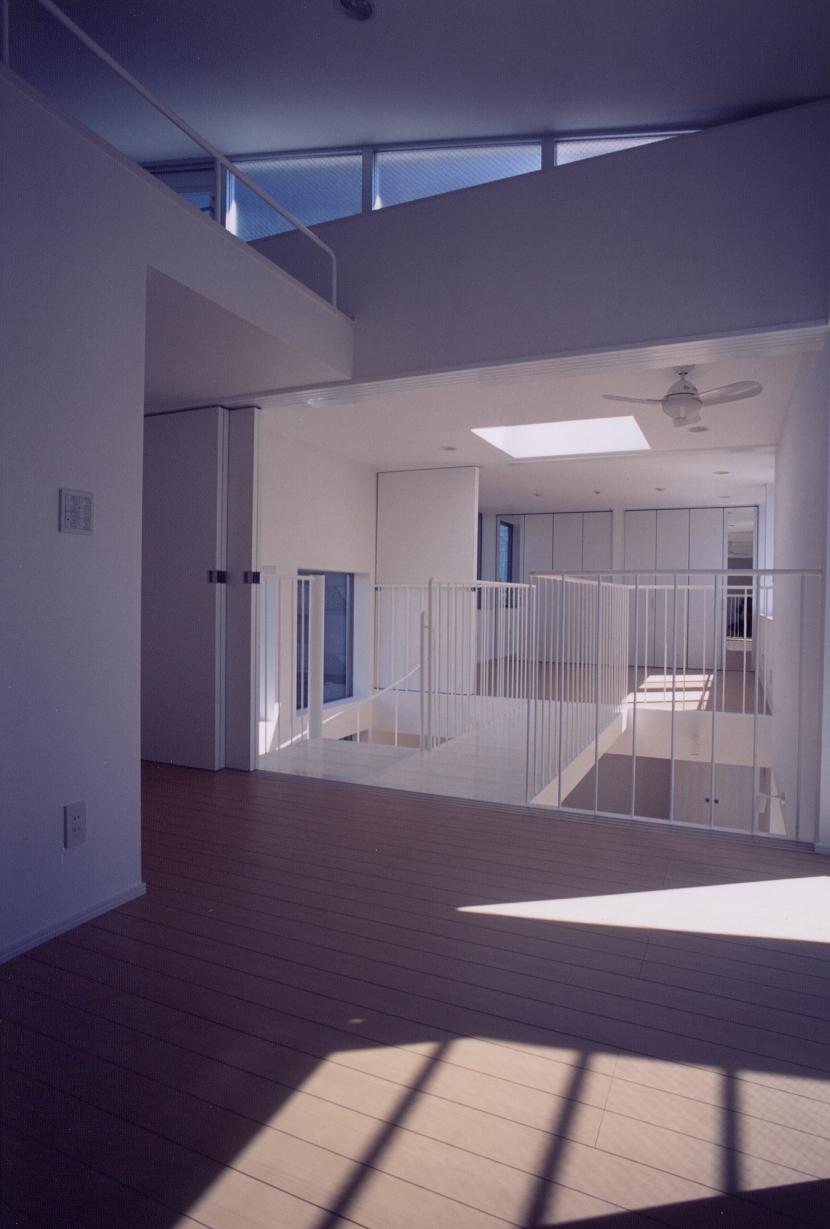 A邸 (専用住宅)の写真 子供室と吹き抜け