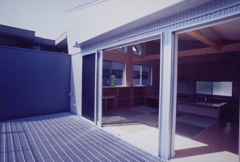 S邸 (アイビースクリーンウォール)(専用住宅)の部屋 グレーチングバルコニー
