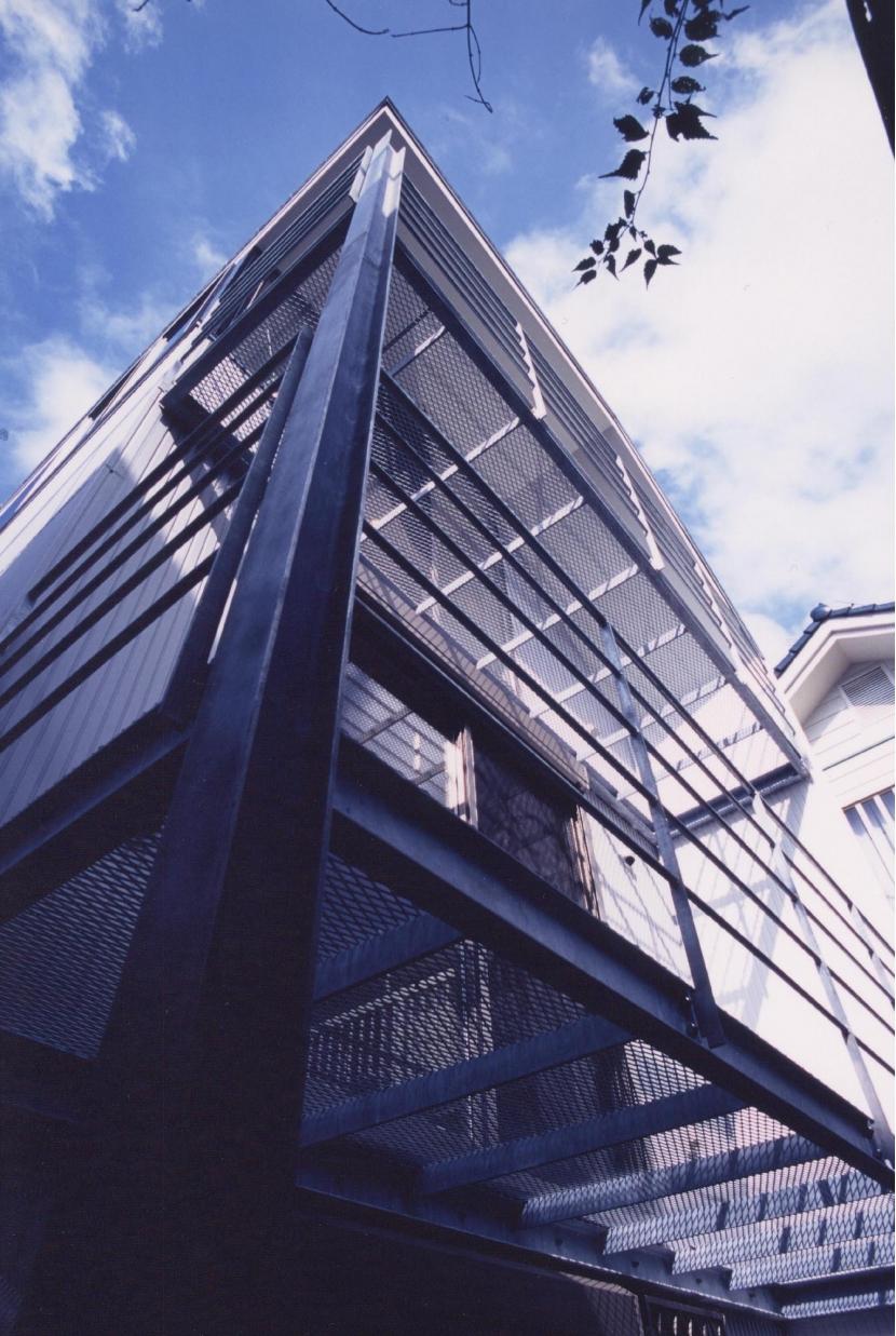 S邸 (専用住宅)の写真 エキスパンドメタルのバルコニー
