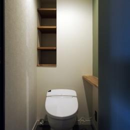 見せる収納にこだわり~下馬の家 (トイレ)