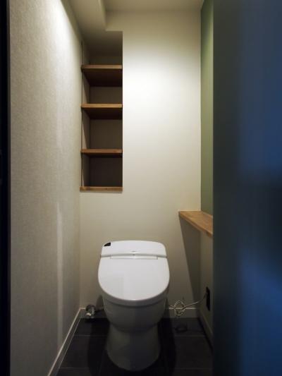 トイレ (見せる収納にこだわり~下馬の家)